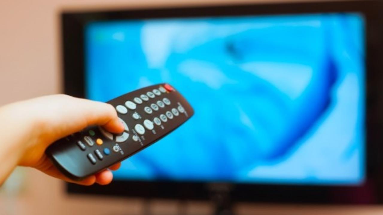 guardare la tv (web source) (1)